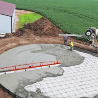 Pouring-Concrete-Grain-Bin-WIth-Screed